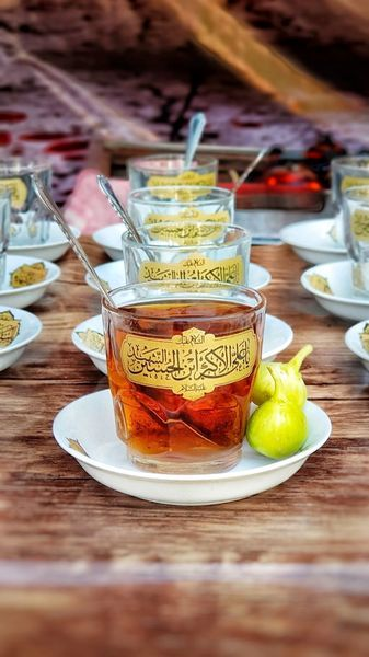 شیرینی چای عزای امام حسین(ع) در زبان علی ضیا