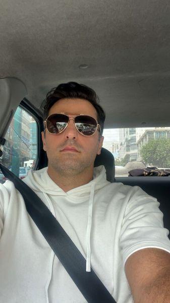 سلفی علی ضیا در ماشینش + عکس