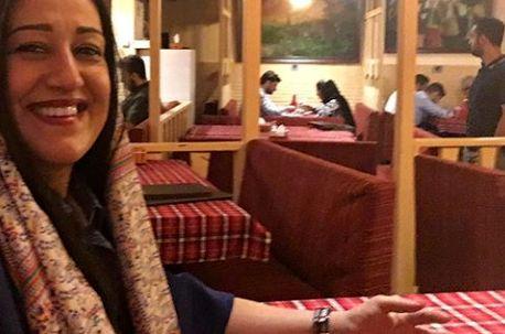 گردش بازیگر قهوه تلخ در رستوران سنتی خاص+عکس