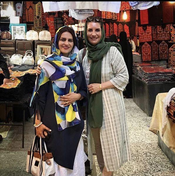 فریبا کوثری و دوستش در بازار + عکس