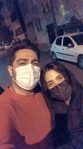 گشت وگذار شبانه آقای بازیگر با همسرش + عکس