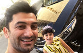فرهاد ظریف در کنار ماشینش و دخترش+عکس