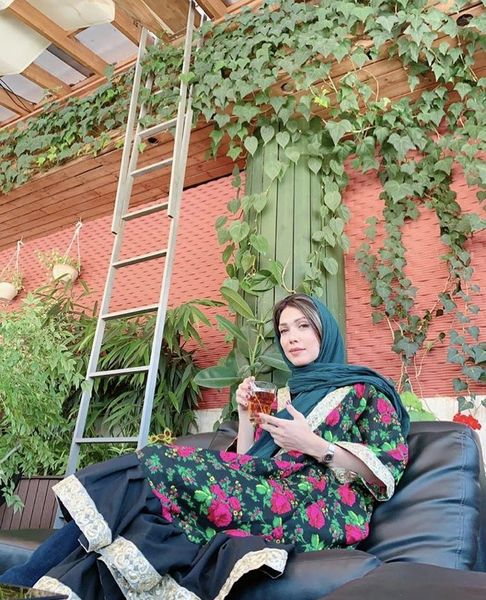 تیپ سنتی شهرزاد کمال زاده در کافه + عکس