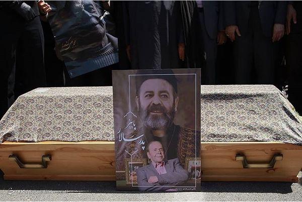 عکسی از مراسم یادبود استاد محمدعلی کشاورز