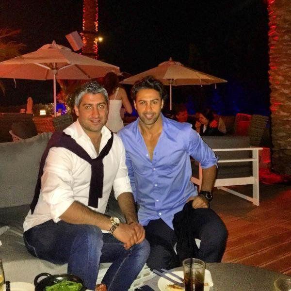 عکس فرهاد مجیدی و برادرش در خارج از کشور