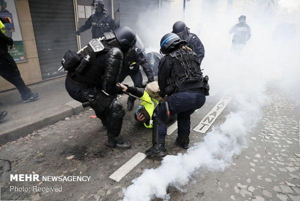 پلیس با گازاشکآور به استقبال جلیقهزردها رفت
