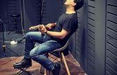 گیتار زدنحامد بهداد + عکس
