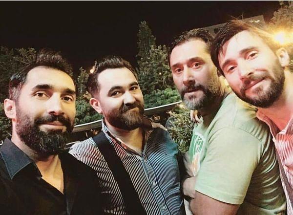 برادران هادی کاظمی در کنار او + عکس
