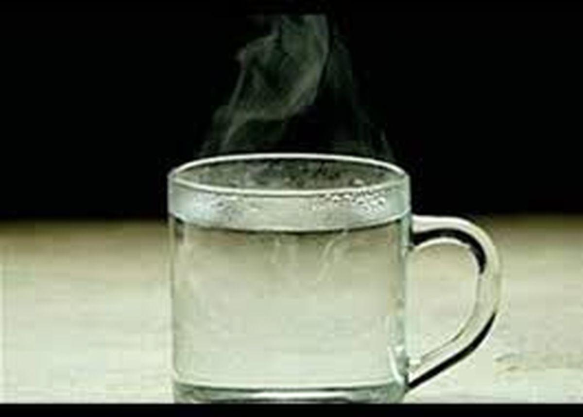 نوشیدن آب گرم ناشتا معجزه میکند