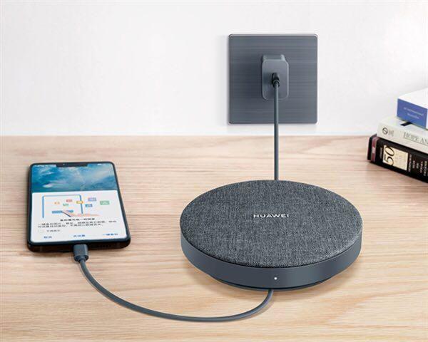 با هارد اکسترنال جدید هواوی برای گوشی های Huawei mate 20 همزمان با پشتیبان گیری، گوشی خود را شارژ کنید