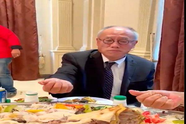 مصائب غذا خوردن سفیر ژاپن به سبک عربها + فیلم