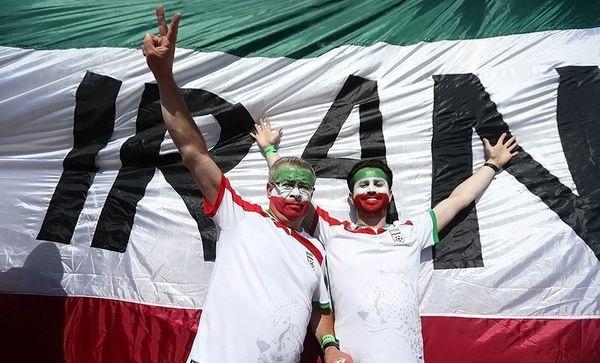 گردهمایی ایرانی ها در در میدانی در شهر سنپترزبورگ