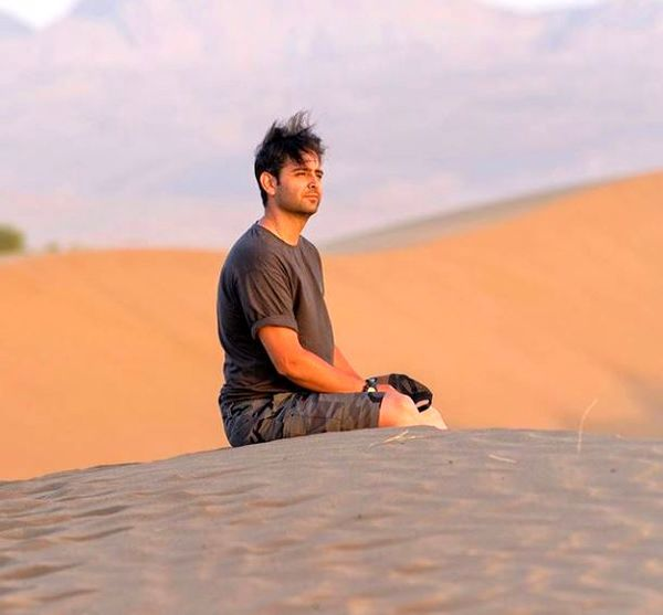 حال خوش امیرحسین آرمان در دل کویر زیبا + عکس