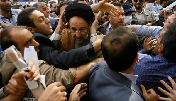 تلاش براي رونمايي از محمد خاتمي در يك فضاي عمومي و رسمي/ هدف؛ ايجاد تنش و مظلوم نمايي