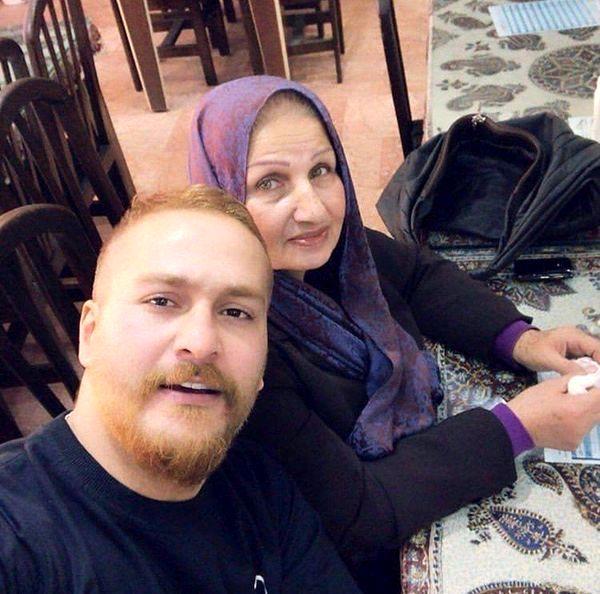 ظاهر متفاوت میلاد کی مرام در کنار مادرش + عکس