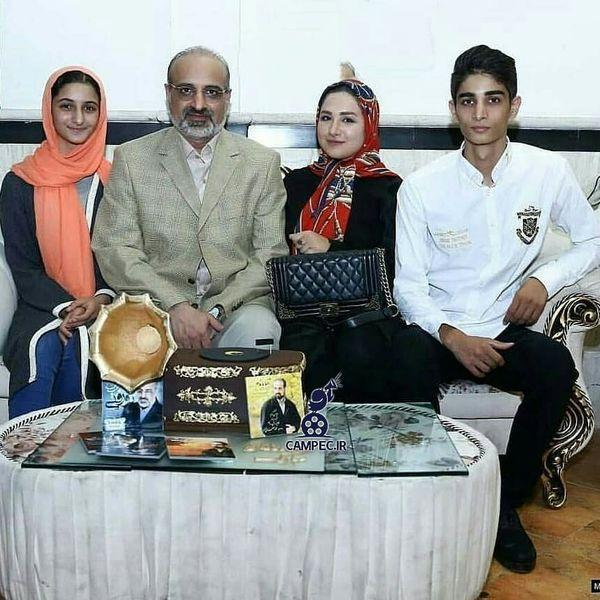 عکس محمد اصفهانی با فرزندان رشیدش