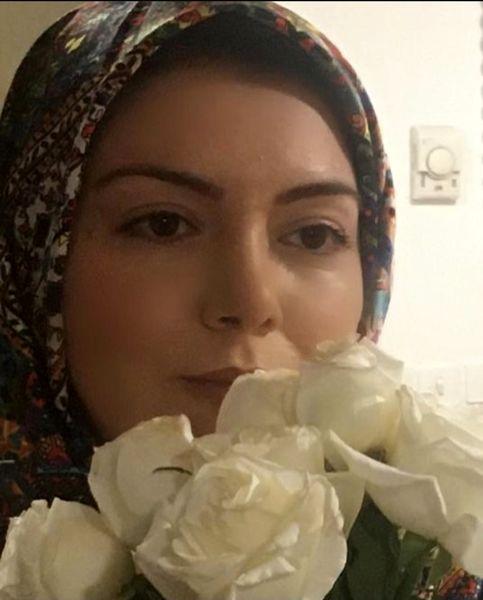 آزاده نامداری پنهان شده در میان گلها + عکس