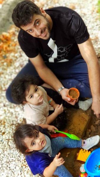 خاک بازی آقای مجری با بچه ها + عکس