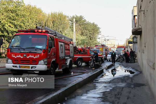 نجات ۷ گرفتار در دود آتش ساختمان ۵ طبقه