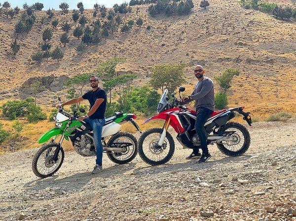موتور سواری حرفه ای امیرجدیدی و دوستش + عکس