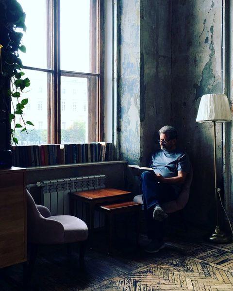 پدر جان گلاره عباسی در اتاقی مسکوت+عکس