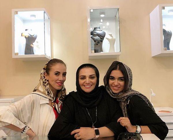 تیپ ژیگول الهام پاوه نژاد و دخترش در گالری جواهرفروشی+عکس