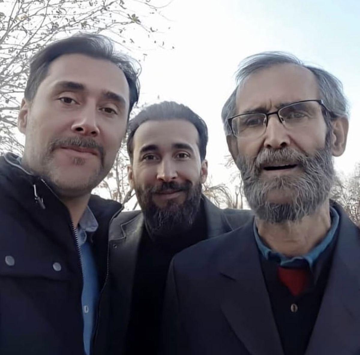 برادران هادی کاظمی در کنار پدرشان + عکس
