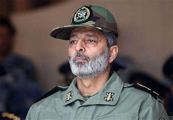 سرلشکر موسوی از پایگاه هوایی شهید عبدالکریمی بندر عباس بازدید کرد
