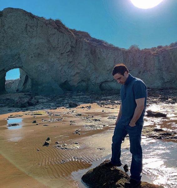 گشتو گذار محمدرضا فروتن در ساحلی بکر + عکس