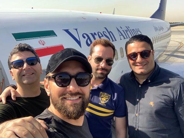 بهرام رادان و دوستانش در کنار هواپیمایشان + عکس