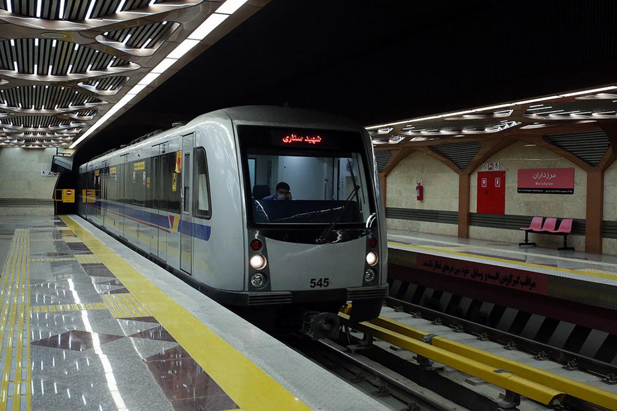 کتک کاری شدید 3 زن در مترو بر سر صندلی + عکس