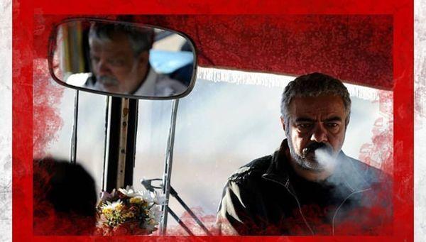 سیگار کشیدن سعید آقاخانی در اتوبوس + عکس