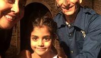 خانم بازیگر و دخترش در کنار عموهای فیتیله ای+عکس