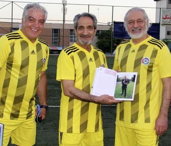 خشایار راد و دوستانش با لباس فوتبالی + عکس