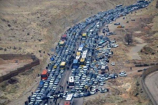 ممنوعیت تردد ۱۰ روزه کامیونها در محورهای غرب کشور