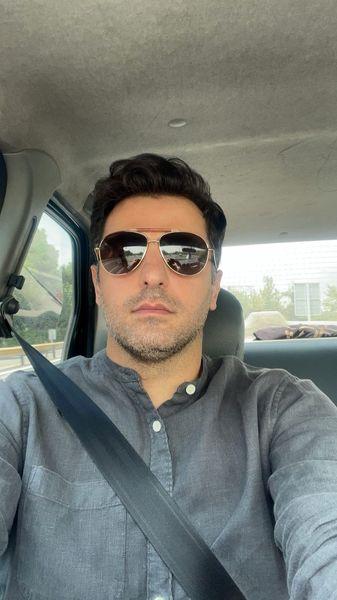 سلفی علی ضیا در ماشین لاکچریش + عکس
