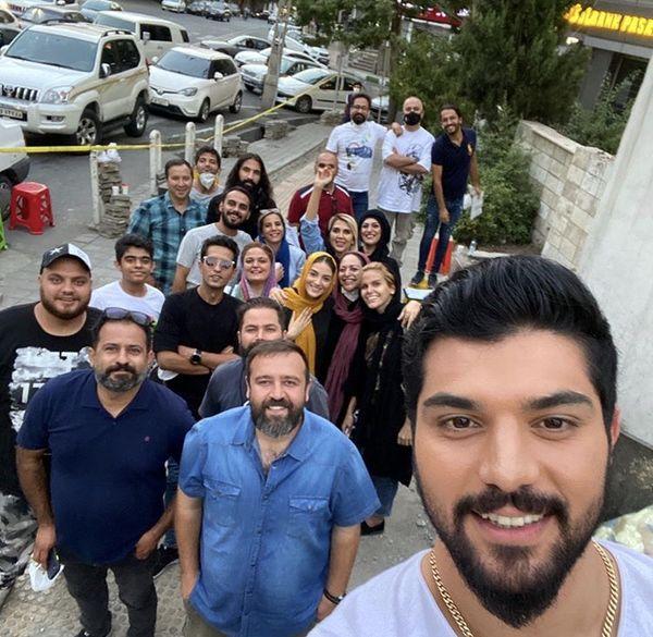 سلفی سینا مهراد با آقازاده ها + عکس