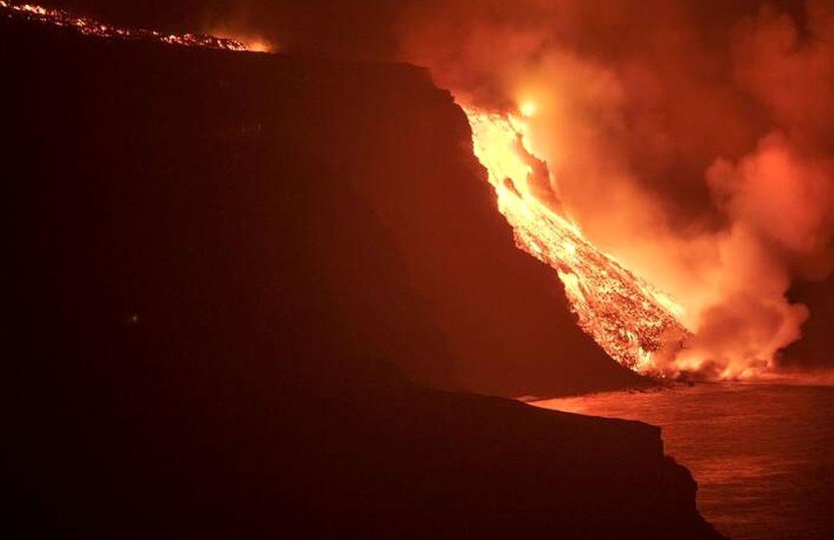 آتشفشان هولناک در اسپانیا ؛ از خسارت ها تا تصاویری ترسناک !