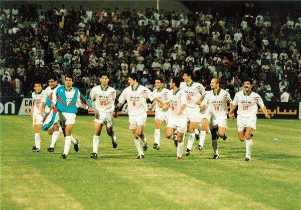 گزارش AFC از بازیهای افتتاحیه بهیادماندنی جام ملتهای آسیا و پیروزی پرگل ایران در سال ۲۰۰۰