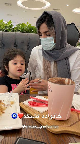 دختر و همسر مهران غفوریان در یک رستوران + عکس
