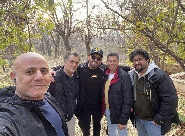 دانیال عبادی و دوستانش در یک پارک جنگلی + عکس