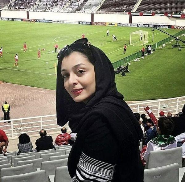 حضور بازیگر زن  در استادیوم + عکس