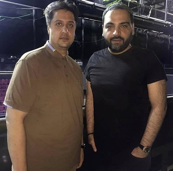 احسان علیخانی در کنار یکی از هوادارانش + عکس