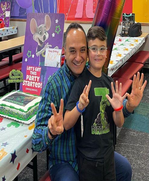 احسان کرمی در جشن تولد پسرش + عکس