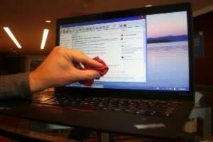 پاک کردن صفحات LCD از لکه ها و اثر انگشت