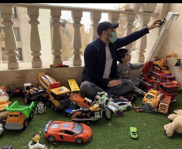 بازی کردن محسنتنابنده با پسرش + عکس