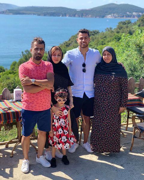 آقای فوتبالیست و خانواده در اسپانیا+عکس