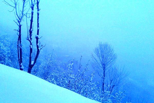 ارتفاع نیم متری برف در محور کندوان
