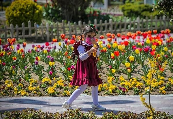 ثبت خاطرات در باغ گل رنگارنگ+ عکس