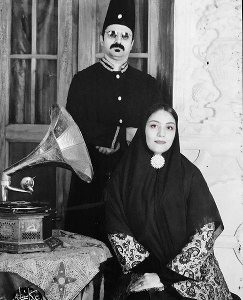 شبنممقدمی و همسرش در لباسهای قاجاری + عکس